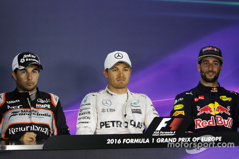 La Conferencia de prensa FIA): Sergio Pérez, Sahara Force India F1, segundo lugar; Nico Rosberg, Mer