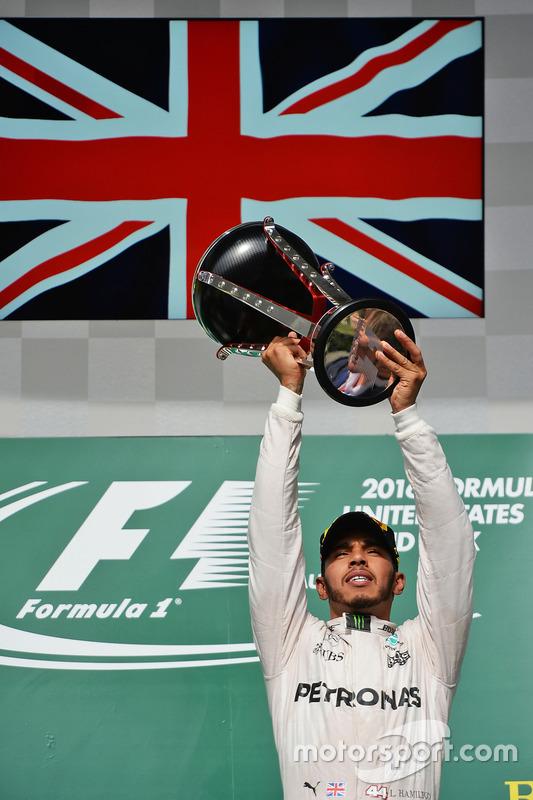 Lewis Hamilton, Mercedes AMG F1 fête sa victoire sur le podium