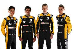 Carlos Sainz Jr., Nico Hulkenberg, Renault Sport F1 Team, Jack Aitken, pilote d'essais et de réserve Renault Sport F1 Team, et Artem Markelov, pilote d'essais et de développement Renault Sport F1 Team