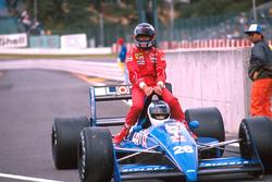 Stefan Johansson, Ligier JS31, mit Gerhard Berger, Ferrari