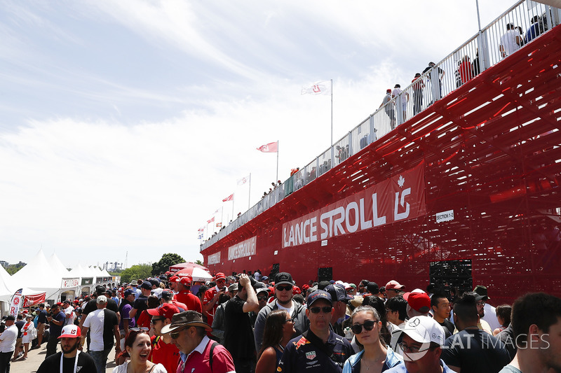 Grandstand support for Lance Stroll, Williams Racing
