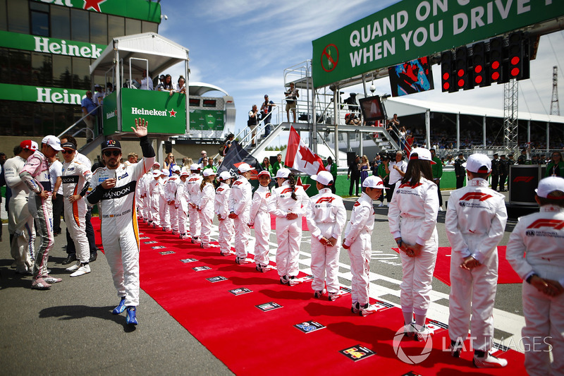 The drivers join the Grid Kids