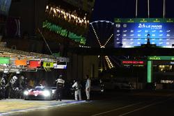 #7 Toyota Gazoo Racing Toyota TS050: Mike Conway, Kamui Kobayashi, Jose Maria Lopez, pit stop