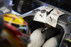 The gloves of Lewis Hamilton, Mercedes AMG F1
