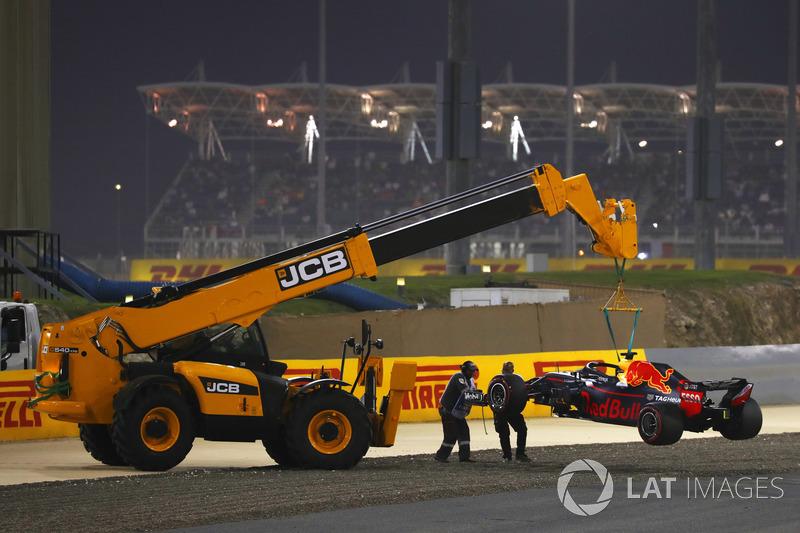 Red Bull Racing RB14 dievakuasi