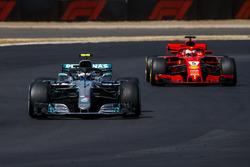 Valtteri Bottas, Mercedes AMG F1 W09, leads Sebastian Vettel, Ferrari SF71H