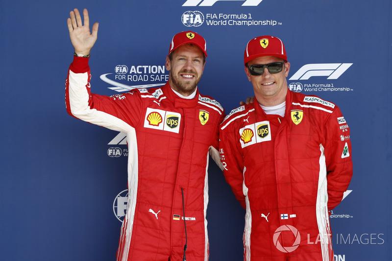 Sebastian Vettel, Ferrari, e Kimi Raikkonen, Ferrari, festeggiano dopo le qualifiche