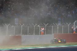 L'incidente di Max Verstappen Red Bull Racing RB14