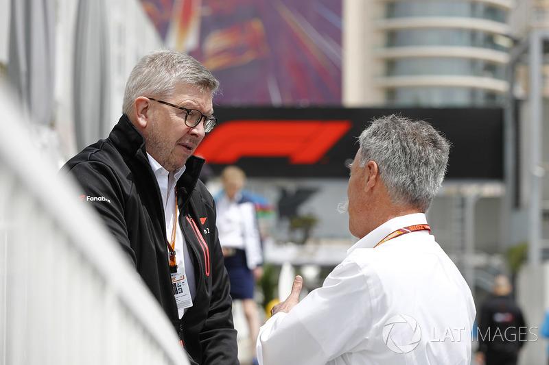 Ross Brawn, director administrativo de Motorsports, FOM, y Chase Carey, presidente de Formula Uno