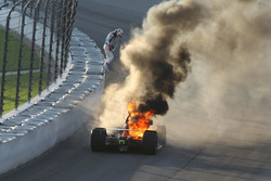 Matheus Leist, A.J. Foyt Enterprises Chevrolet en feu