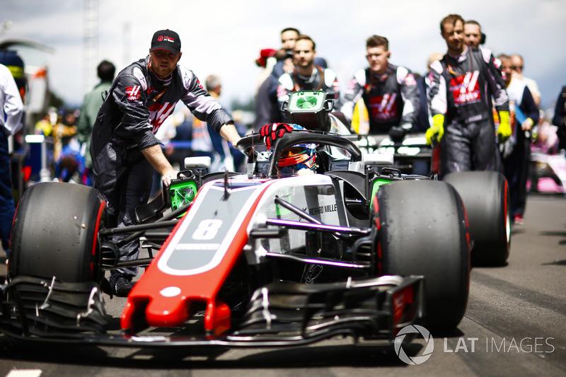 Romain Grosjean, Haas F1 Team, arriva in griglia