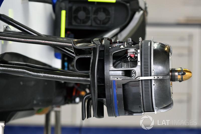 Детали передних тормозов Sauber C36