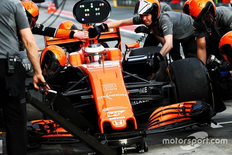 Stoffel Vandoorne, McLaren MCL32 übt Boxenstopps
