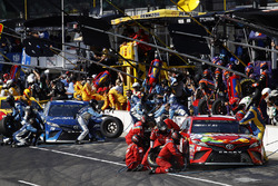 Kyle Busch, Joe Gibbs Racing ToyotaMartin Truex Jr., Furniture Row Racing Toyota pit stop