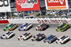 Elliott Sadler, JR Motorsports Chevrolet and Kevin Harvick, Stewart-Haas Racing Ford