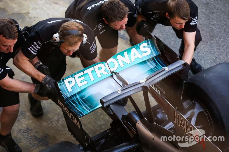 Mercedes AMG F1 W07 rear wing