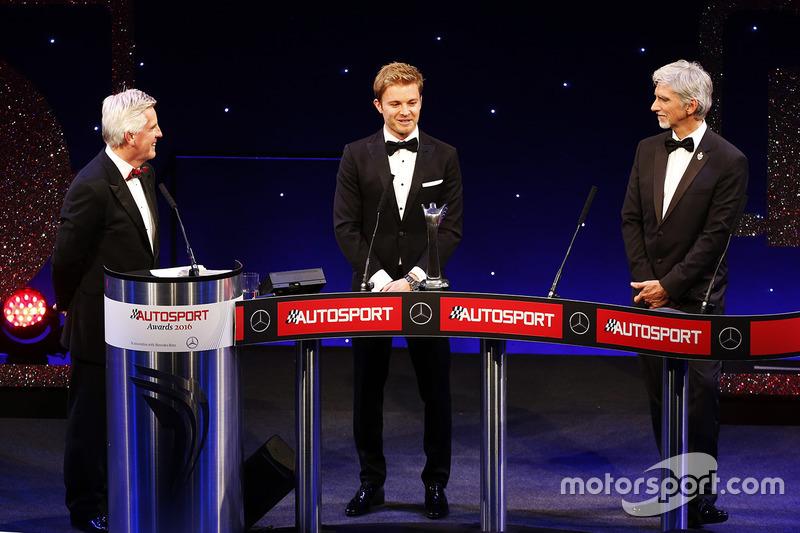 Campeón del Mundo, Nico Rosberg, Mercedes AMG F1 accepta su premio, Damon Hill
