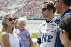 Brad Keselowski, Team Penske Ford, mit Ehefrau Paige und Tochter Scarlett