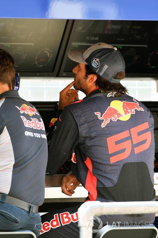 Карлос Сайнс-мол., Scuderia Toro Rosso, на командному містку