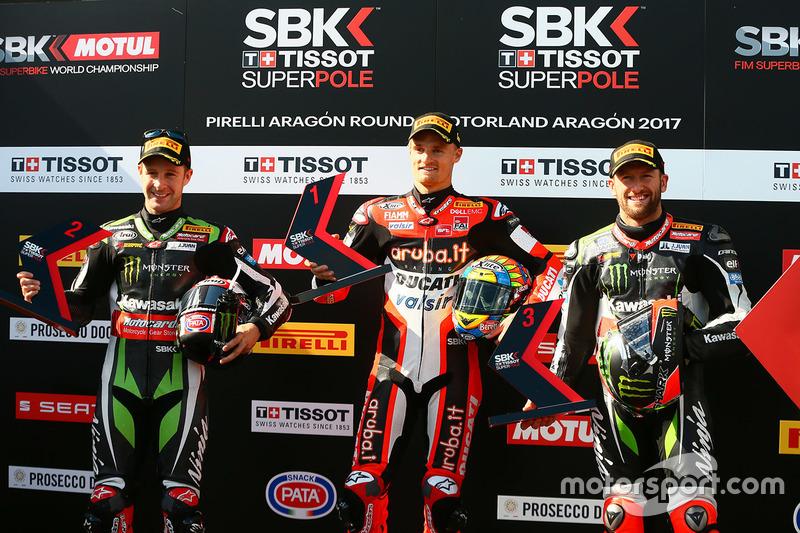 El poleman Chaz Davies, Ducati Team, segundo Jonathan Rea, Kawasaki Racing, tercero Tom Sykes, Kawasaki Racing