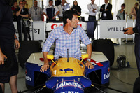 Mark Webber enters the cockpit of an FW14 Renault Sport F1 Team