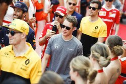 Nico Hulkenberg, Renault Sport F1 Team, Stoffel Vandoorne, McLaren MCL32, Jolyon Palmer, Renault Sport F1 Team, nella drivers parade