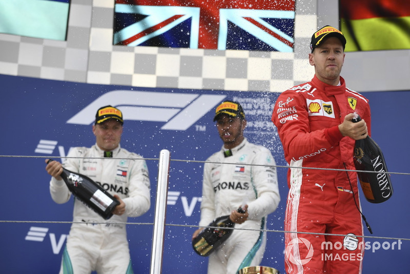 Podio: tercer lugar Sebastian Vettel, Ferrari, ganador Lewis Hamilton, Mercedes AMG F1y el segundo lugar Valtteri Bottas, Mercedes AMG F1 celebran