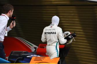 Paul di Resta, Sky TV et Lewis Hamilton, Mercedes AMG F1 dans le Parc Fermé