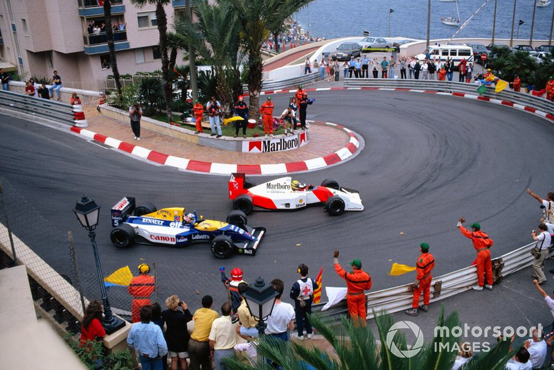Marshals and fans salute race winner Ayrton Senna, McLaren MP4-7A Honda, and 2nd position Nigel Mansell, Williams FW14B Renault, on the slowing down lap during the Monaco GP at Monte Carlo on May 31, 1992 in Monte Carlo, Monaco. (Photo by Rainer Schlegelmilch)