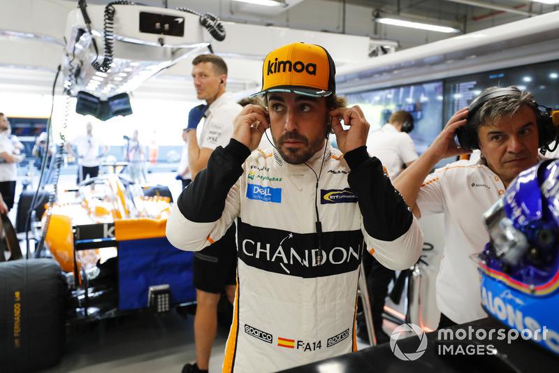 Fernando Alonso, McLaren MCL33, se prepara para la FP1