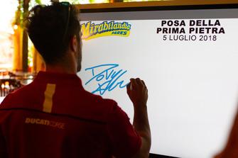 Andrea Dovizioso firma il monitor