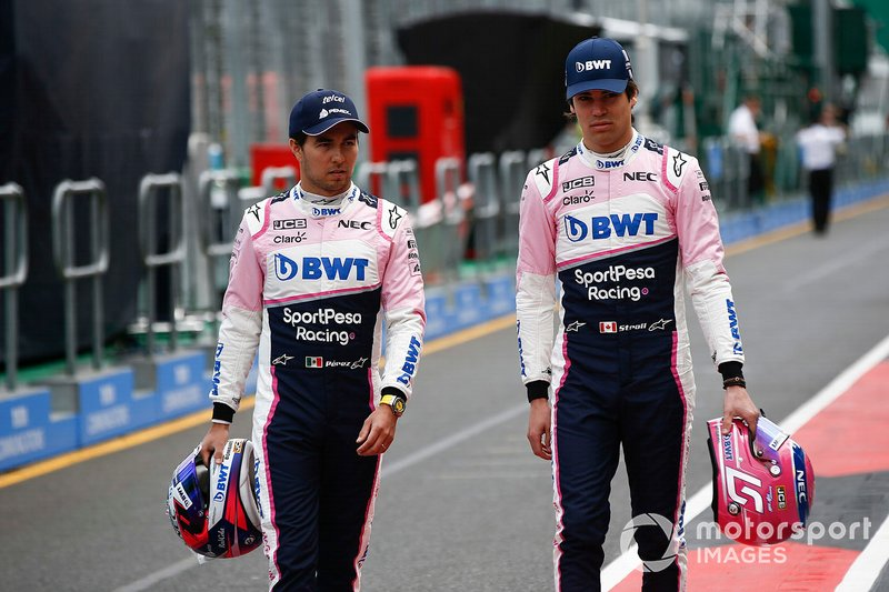 Sergio Perez, Racing Point, e Lance Stroll, Racing Point, ai box