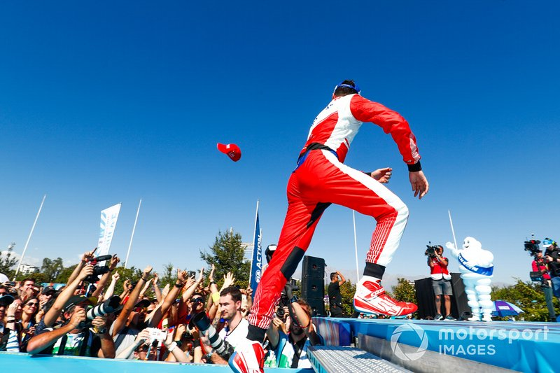 Pascal Wehrlein, Mahindra Racing, 2° classificato, arriva sul podio