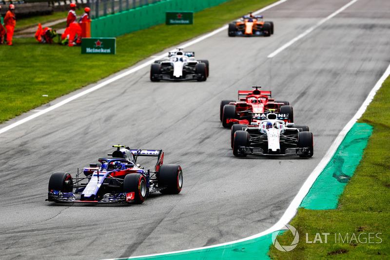 Pierre Gasly, Toro Rosso STR13, Sergey Sirotkin, Williams FW41, Sebastian Vettel, Ferrari SF71H, Lance Stroll, Williams FW41, y Fernando Alonso, McLaren MCL33