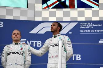 Lewis Hamilton, Mercedes AMG F1 et Valtteri Bottas, Mercedes AMG F1 sur le podium