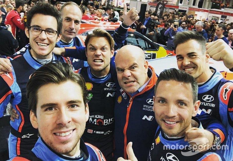Thierri Neuville, Carlos del Barrio, Andreas Mikkelsen, Andrea Adamo, Team Director, Hyundai Motorsport, Dani Sordo, Anders Jäger e Nicolas Gilsoul