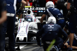 Valtteri Bottas, Williams FW38 in the pits