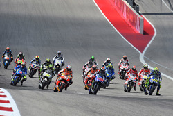 Старт гонки: Хорхе Лоренсо, Yamaha Factory Racing лідирує