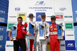 Podium: Winnaar Maximilian Günther, Prema Powerteam Dallara F312 – Mercedes-Benz; 2e plaats Ralf Aro