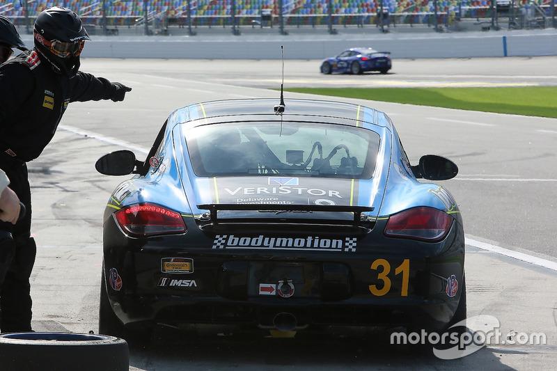 #31 Bodymotion Racing Porsche Cayman: Drake Kemper, Devin Jones, pit action