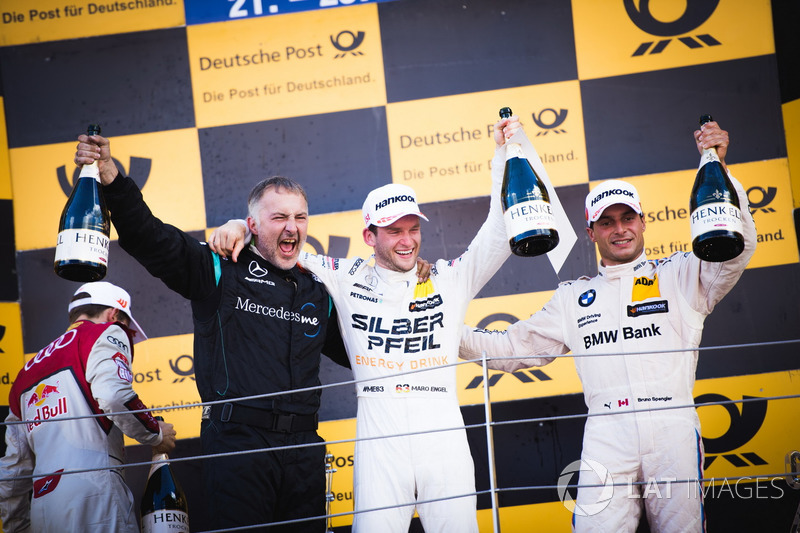 Подіум: Маро Енгель, Mercedes-AMG Team HWA, Mercedes-AMG C63 DTM, та Бруно Спенглер, BMW Team RBM, BMW M4 DTM