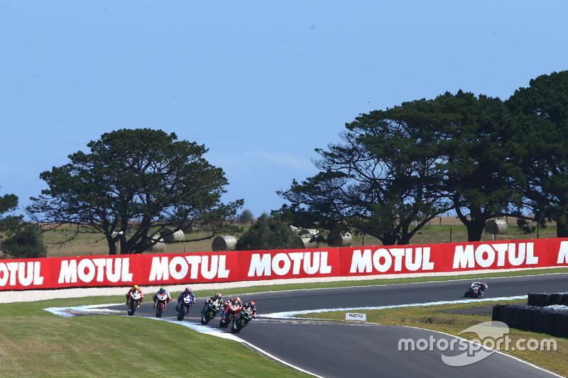 Tom Sykes, Kawasaki Racing, führt