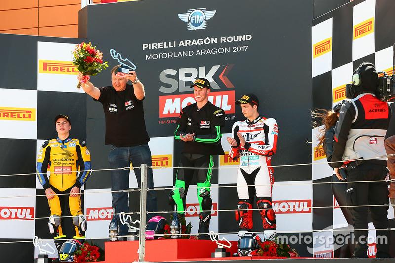 Podio SSP300: ganador de la carrera Scott Deroue, MTM HS Kawasaki, segundo lugar Daniel Valle, Halcourier Racing, tercer lugar Mika Perez, WILSport Racedays