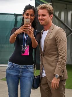 Nico Rosberg, pose pour un selfie avec un fan