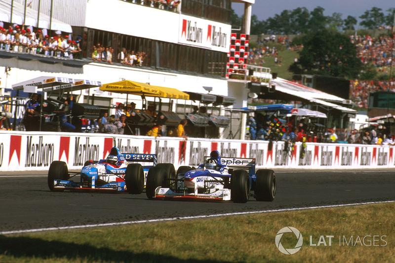 Деймон Хілл (Arrows A18 Yamaha) та Герхард Бергер (Benetton B197 Renault)