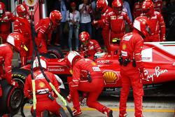 Kimi Raikkonen, Ferrari SF70H, pit stop