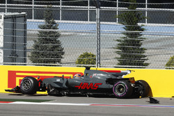 Romain Grosjean, Haas F1 Team VF-17, crashes into a wall and retires