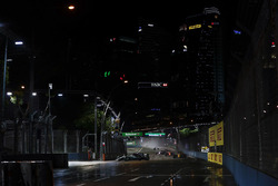 Valtteri Bottas, Mercedes AMG F1 W08, Jolyon Palmer, Renault Sport F1 Team RS17