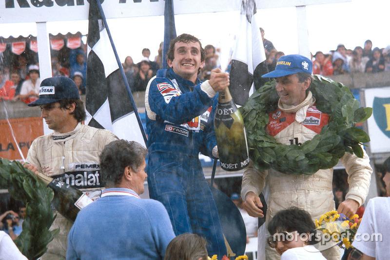 Podium : le vainqueur Alain Prost, Renault, le 2e John Watson, McLaren, le 3e Nelson Piquet, Brabham