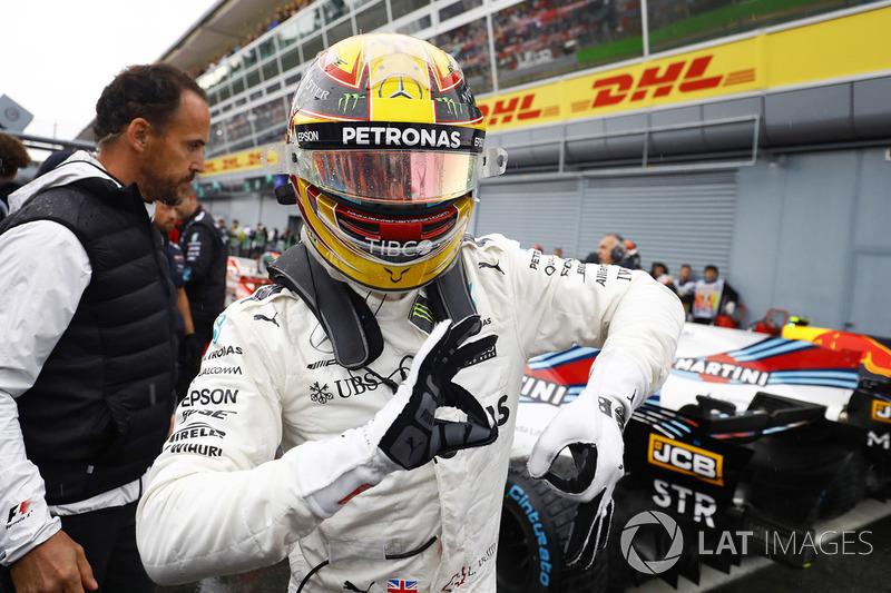 Hamilton conquistou sua pole de número 69 e deixou para trás Michael Schumacher neste quesito. O inglês agora é o líder isolado nessa estatística.